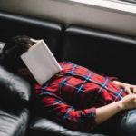 夜勤中に会社の床で快適に寝るために揃えるべきおすすめアイテム